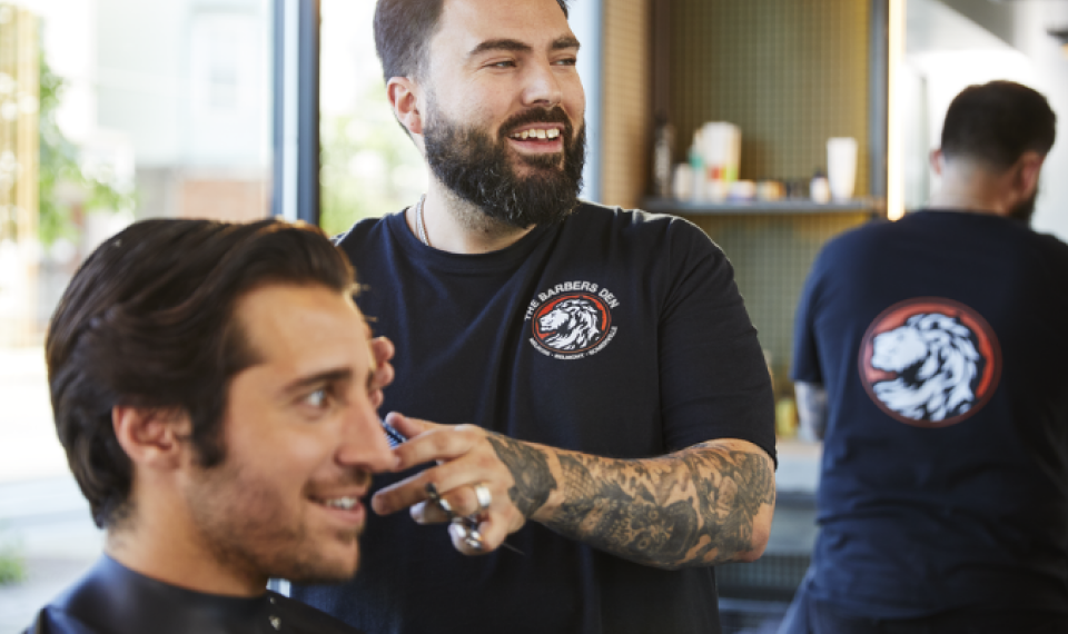 Eier av en barbersalong